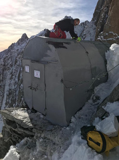 Lavori di sostituzione del Bivacco Gervasutti-2835m Val Ferret