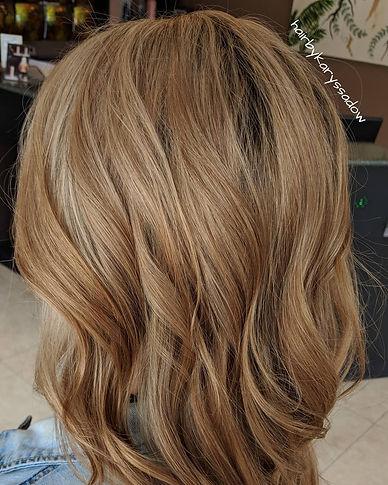 Warm caramel blonde highlight.