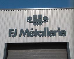 fj_métallerie_lettres_découpées_ensei