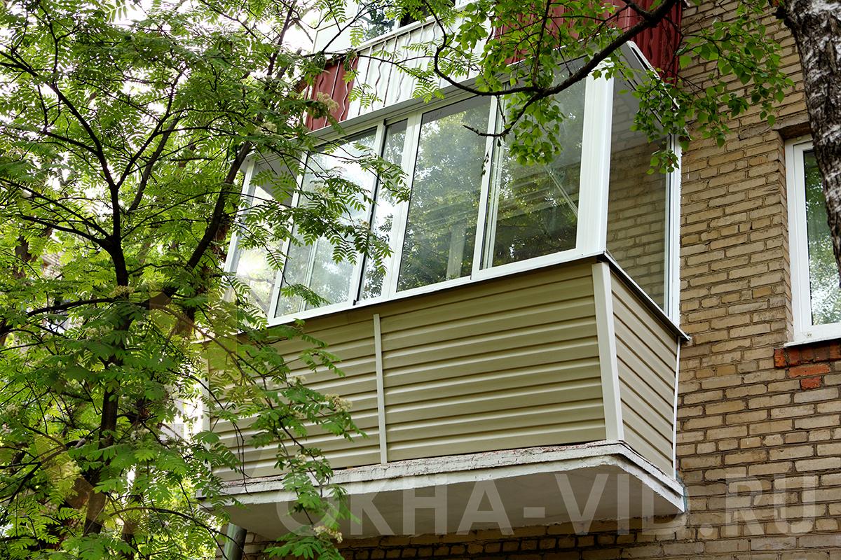otdelka_osteklenie_balkona-13