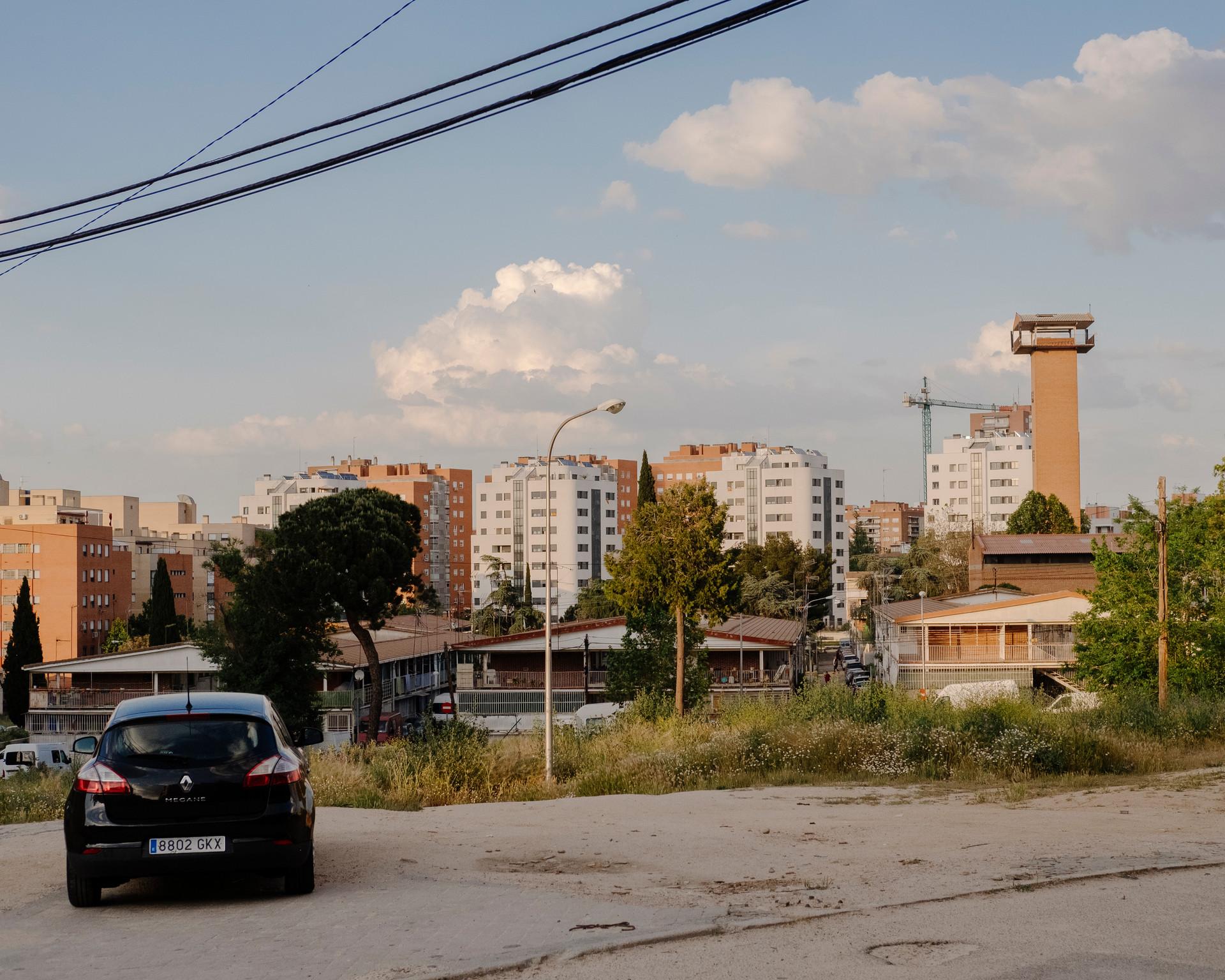 Vistas de la UVA de Hortaleza. La última de las Unidades Vecinales de Absorción que queda en Madrid , la cual esta a punto de desaparecer definitivamente.