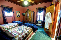 Love of Fight - 2 Twins Guest Room