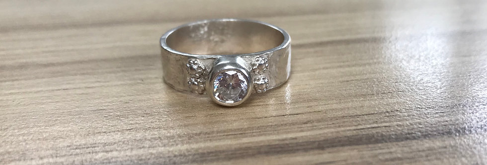 Floral sparkle ring