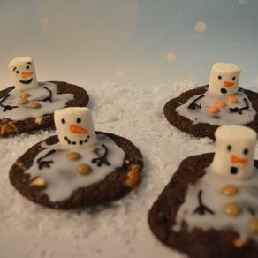 Schokoladige Schneemanncookies