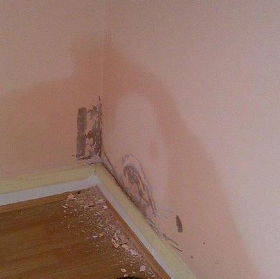 حل مشكلة الرطوبة في الجدران و الحوائط  معالجة الرطوبة و الدهان وعلاج تقشير دهان الحائط