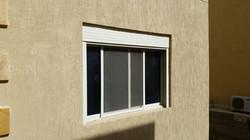 نافذة مع شتر سومفي لون ابيض المنيوم