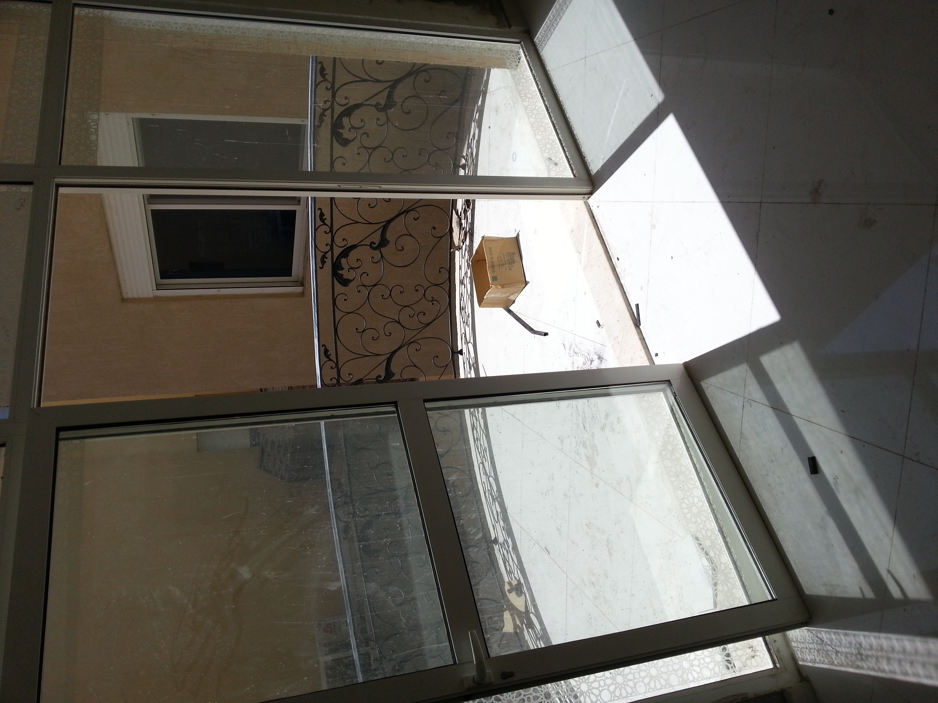 باب زجاج سكريت