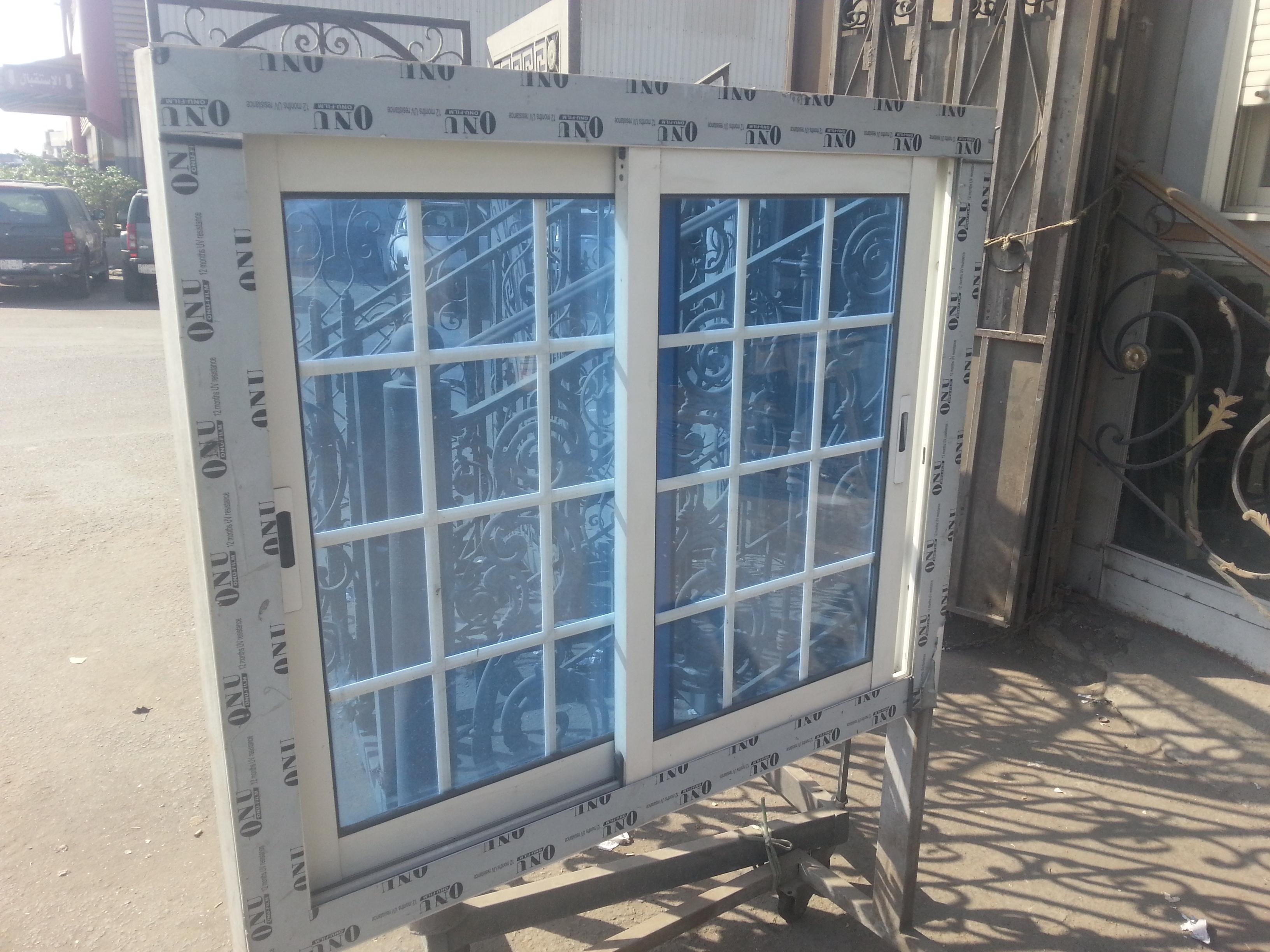 ديكور فاصل الزجاج للنوافذ الالمنيوم