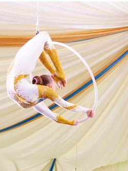 гимнастка в кольце
