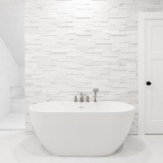 soaking tub with quartzite stone feature wall
