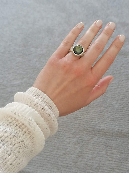Basic ring with Labradorite