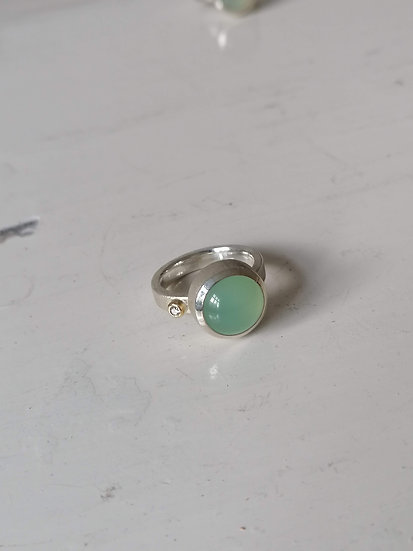 Basic ring with green chalcedony and diamond