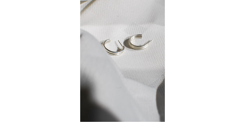 Twin ring hoop