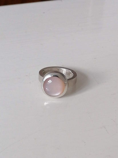 Basic ring with moonstone