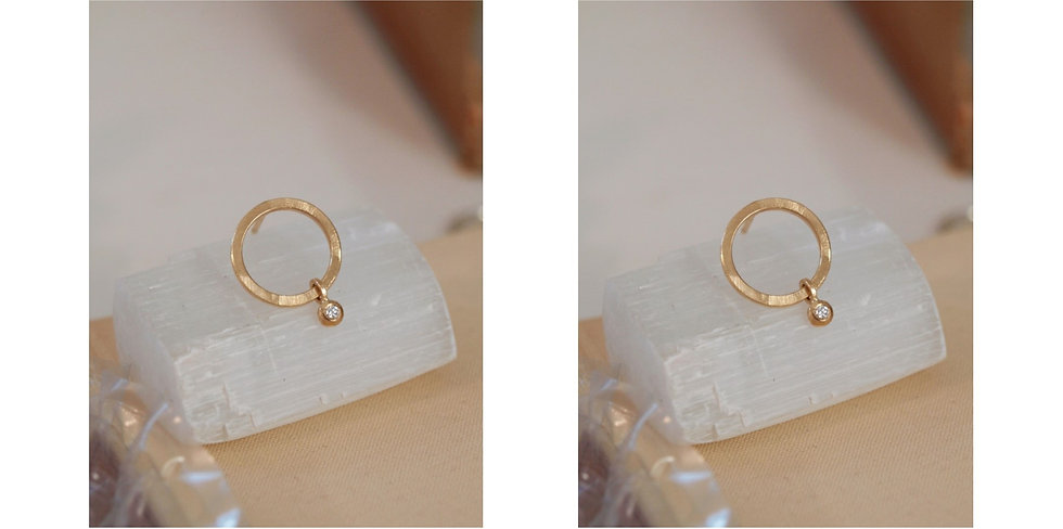 Gold circle with diamond