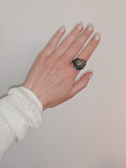 Dimension ring with rutilated quartz
