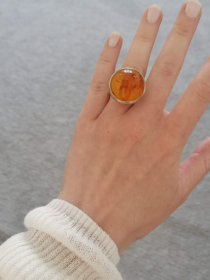 Big bubble ring with amber