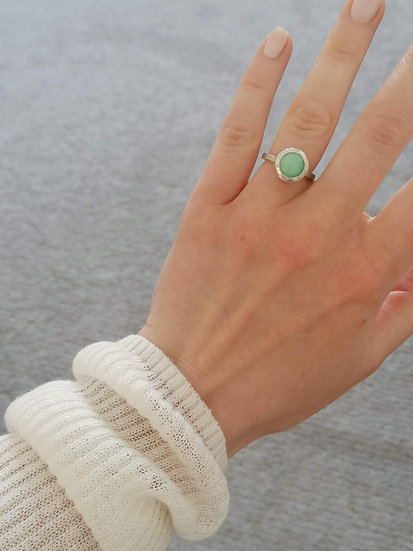 Robotic ring with chrysoprase