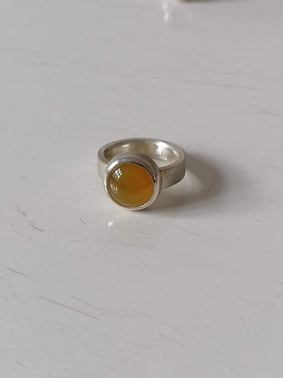 Basic ring with yellow agate
