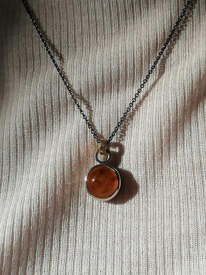 Basic pendant with amber