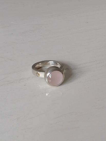 Robotic ring with rosequartz and diamond
