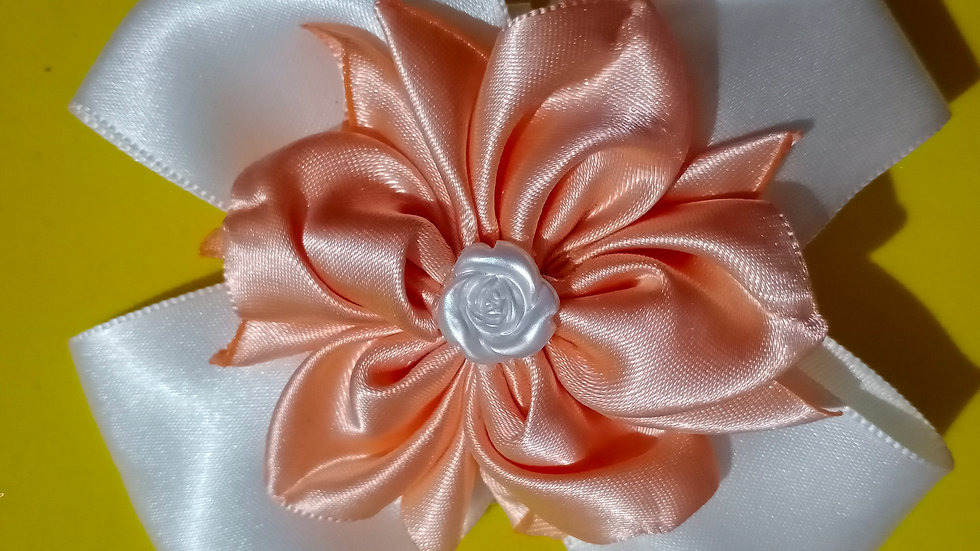 White and peach flower bow