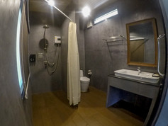 Deluxe Raft Room with Spa Bath