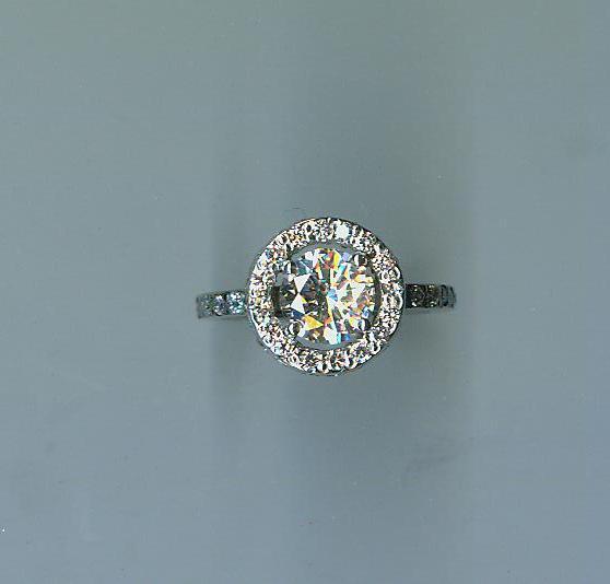 White gold and diamonds halo