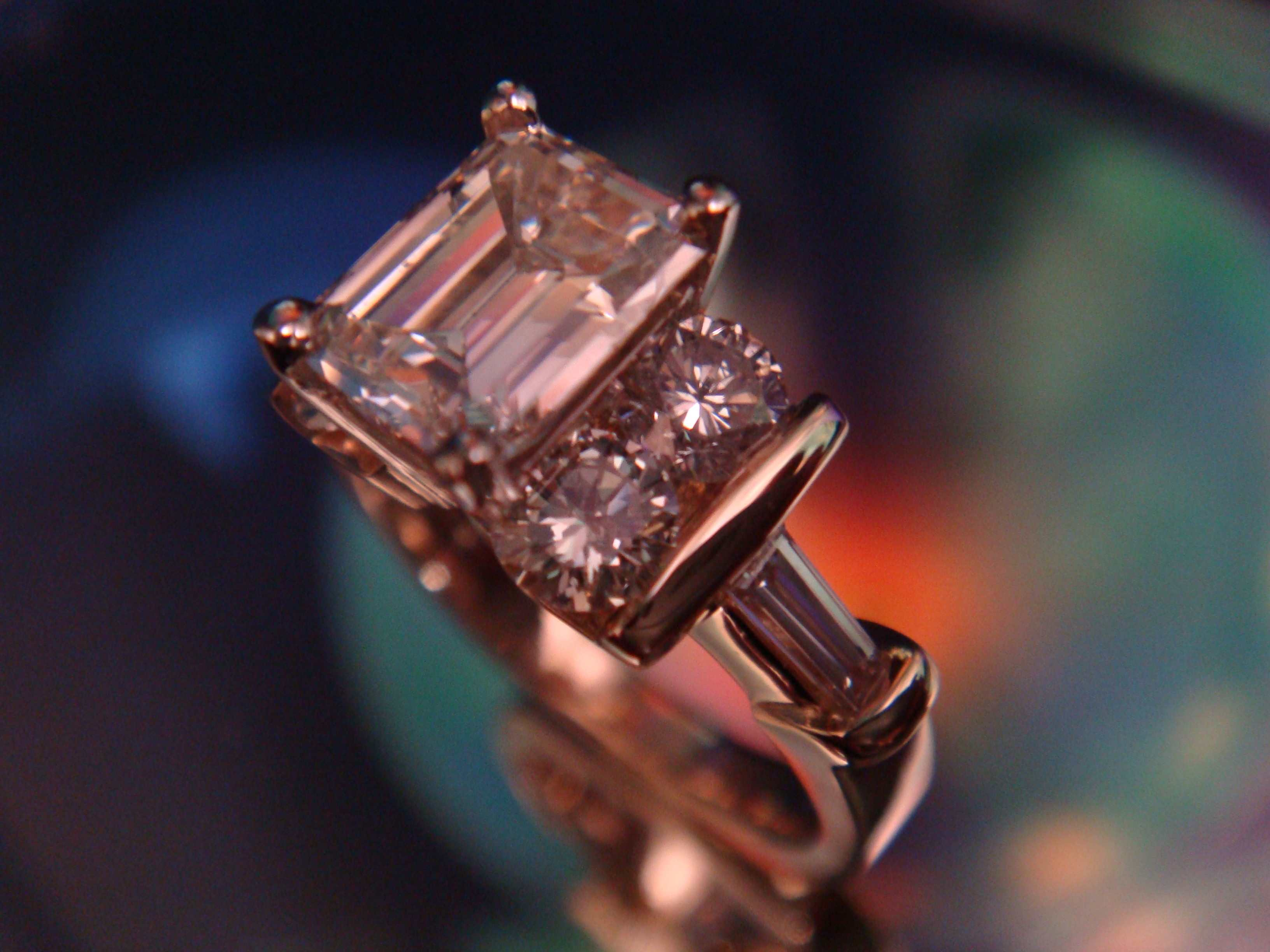 Emerald cut beauty in yellow gold