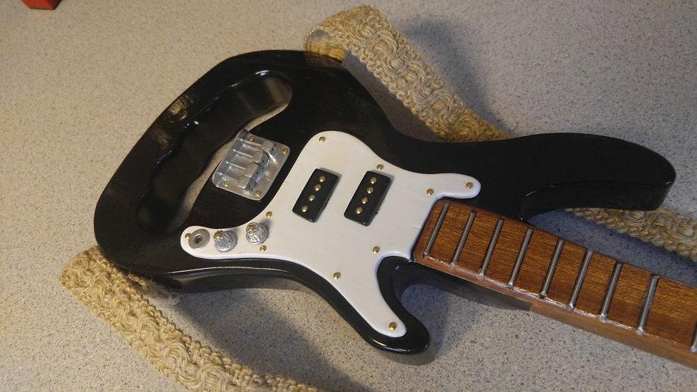 The Maxie Classic Base Guitar Cane