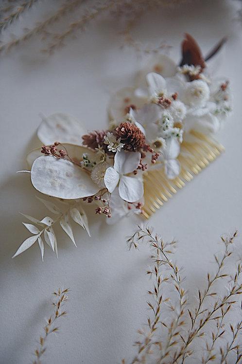PIA, le peigne fleuri