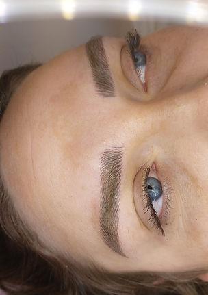 מיקרובליידינג לשיער דליל ויצירת גבות עבות