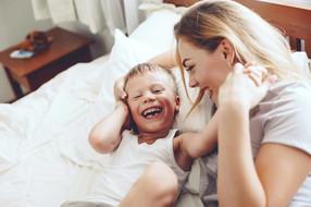 Πως η γονική αγάπη και στοργή δημιουργεί τα θεμέλια μιας ευτυχισμένης ζωής για το παιδί