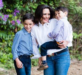 Μαμά VS Επαγγελματίας:  οι ισορροπίες, οι επιλογές και η στοίβα με τα ασιδέρωτα