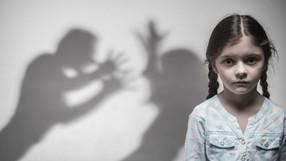 Σιωπηλοί μάρτυρες: ενδοοικογενειακή βία, οι επιπτώσεις για το παιδί και οι θεραπείες