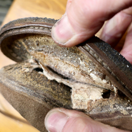靴修理:ソールが剥がれている原因を修理しました。