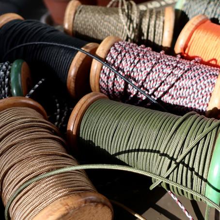 靴紐が山盛りのお店を目指しています。