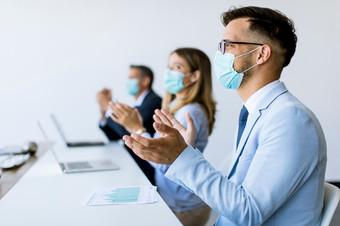 empresarios-mascaras-proteccion-aplaudie