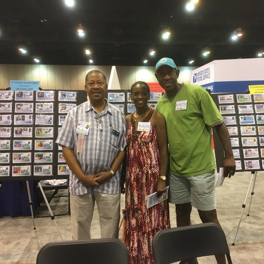 Don Neal of New Jersey and visitors to his 6° Cachets cover booth.
