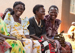 U PEFO smiling grandmothers
