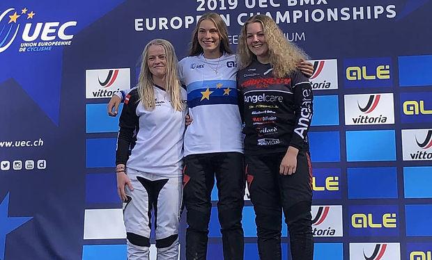 Zoé Claessens surla plus haute marche du podium à Peer en Belgique
