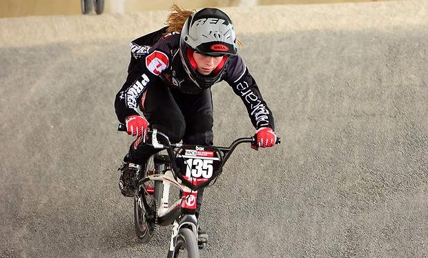 Zoé Claessens en BMX race à Paris