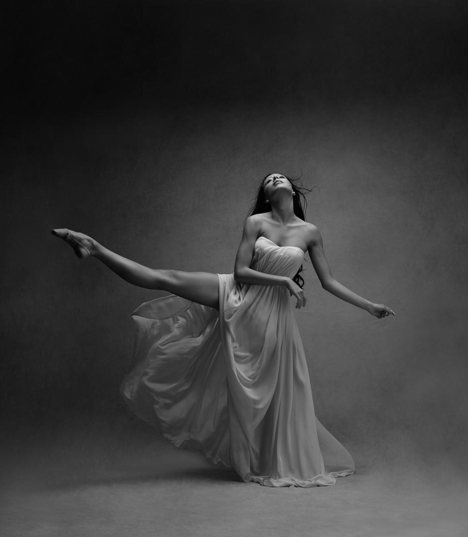 balletdancerbw.jpg