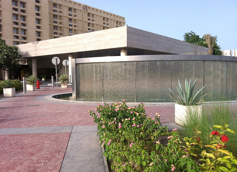 Beautiful fountain wall in Quatar and landscape design byigned by T.H.Pritchett/Associates