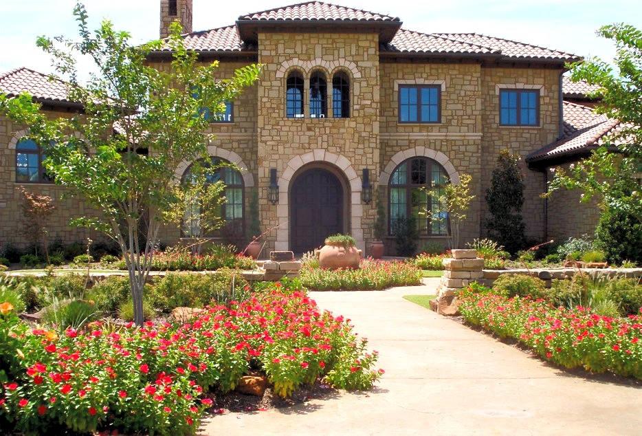 Beautiful front yard landscape design by Tom Pritchett