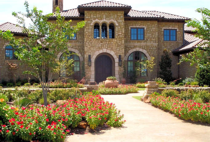 Beautiful front yard landscape design by Tom Pritchett