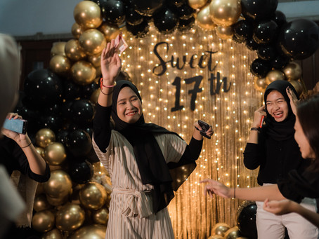 Black & Gold Sweet Seventeenth Home Birthday
