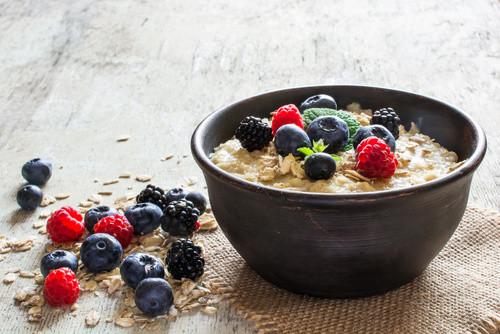 Porridge flocons d'avoine et fruits rouges