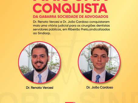 Dr. Renato Vercesi e Dr. João Cardoso recebem prêmio do Sindiorp