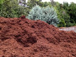 Triple-shredded hardwood mulch